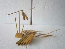 equilibrio libélula bambú con apoyo natural 3 ramas