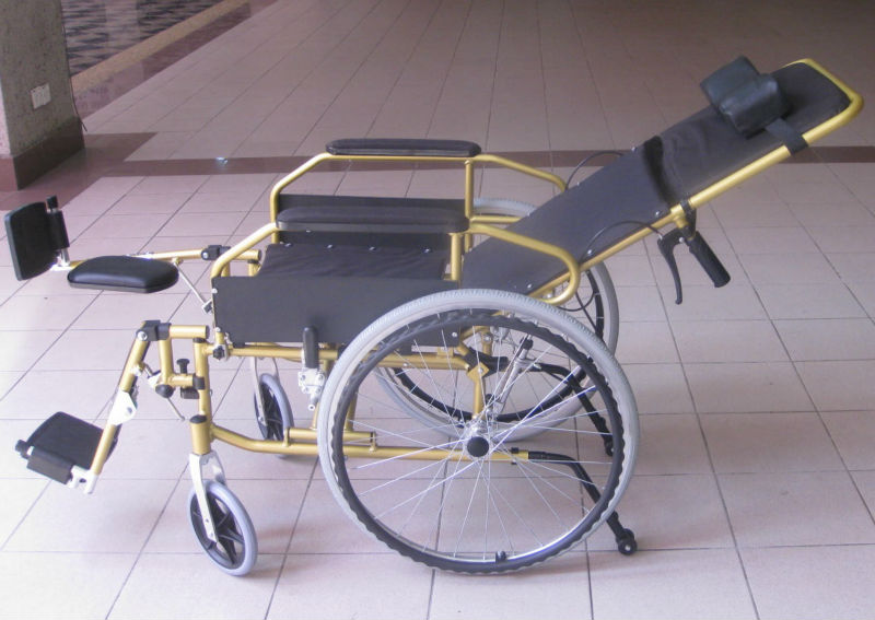 Reclining lightweight wheelchair p17