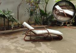 Vietnam factory Sun bed / outdoor furniture lounger rattan chair