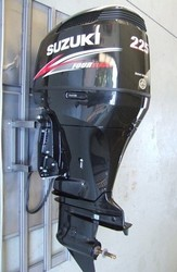 USED SU ZU KI 225 HP 4 STROKE OUT BOARD MOTOR
