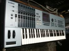 Motif XF6 61 Key Keyboard Synthesizer Workstation Dent & Scratch